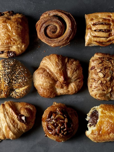 classic-chocolate-croissants-set-of-30-o